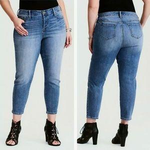 Torrid Girlfriend Slim Skinny Medium Wash Jeans 16